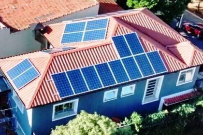 Sistema de energia solar reduz conta de consumidor em 98,5%.